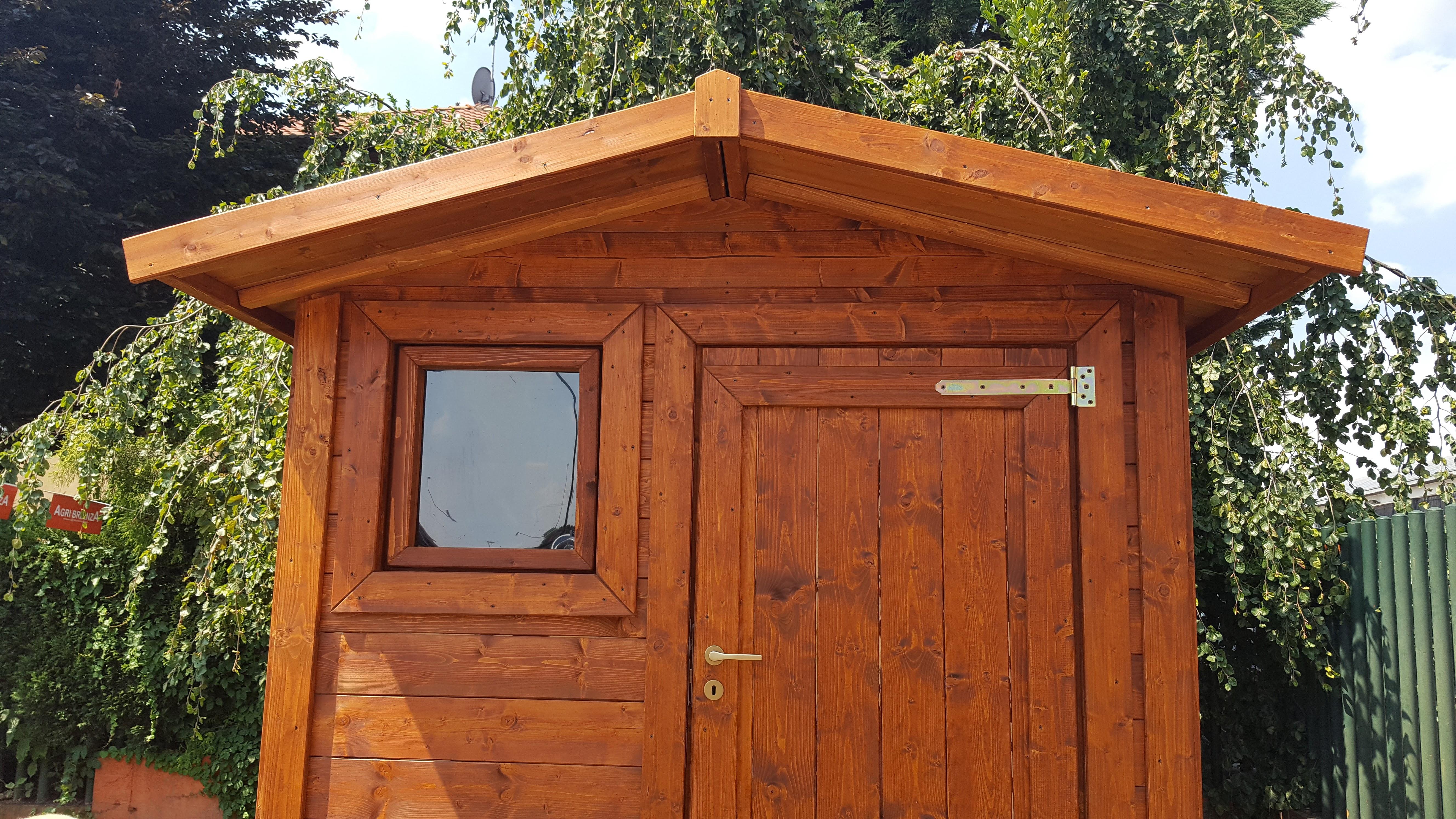 Casette in legno da giardino: ordine e riparo
