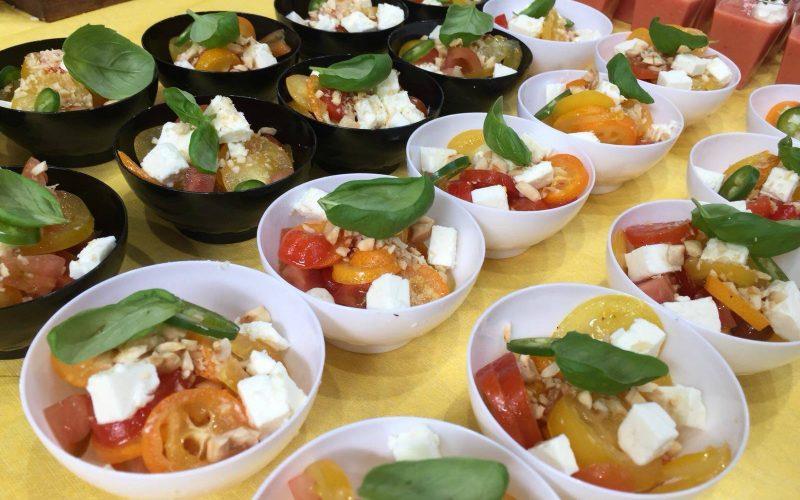 Dall'orto alla tavola: Mix di pomodorini, kumquat, feta e nocciole tostate