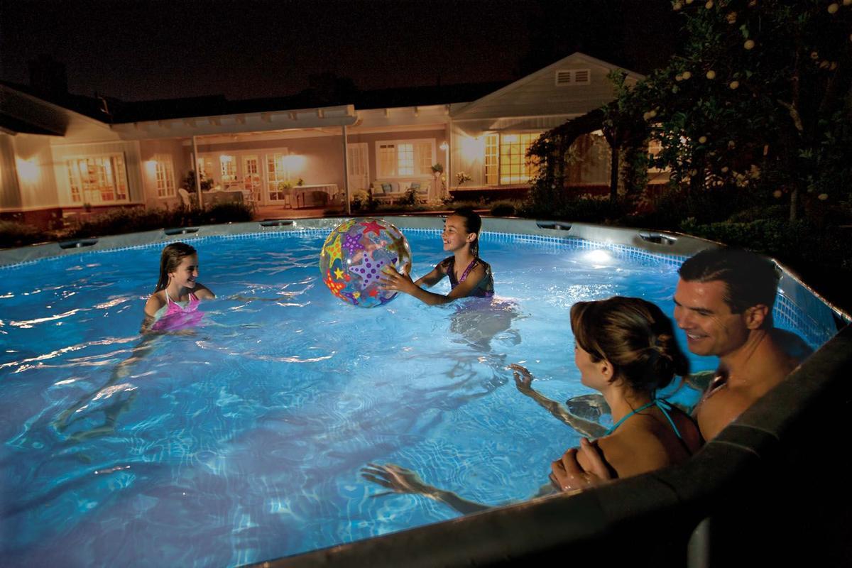 Come allestire la tua piscina per la notte?