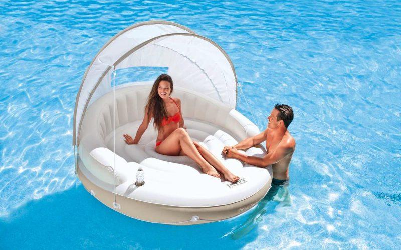 Accessori gonfiabili per rendere la tua piscina più confortevole